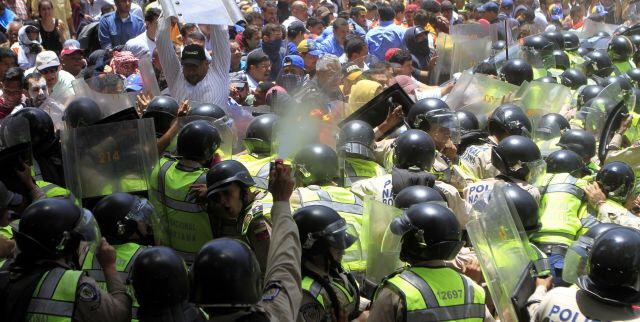 Venezuela denuncia violência dos golpistas: um saldo de mortes e destruições — Blog do Renato